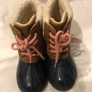 Gap snow boots with thinsulate. Size 9T/10T